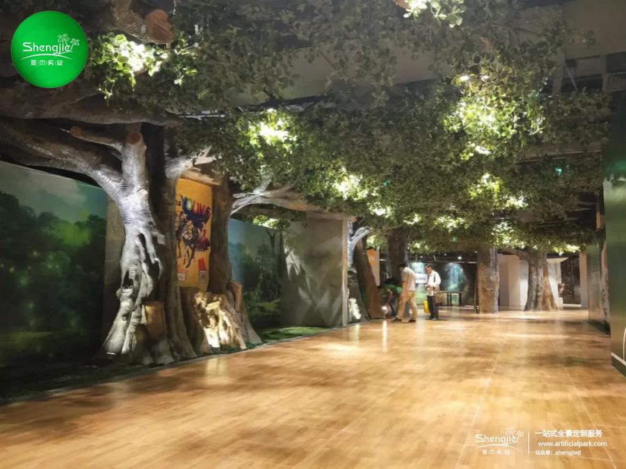 广东佛山正佳YOUNG祖庙站商场室内步行街仿真榕树造景