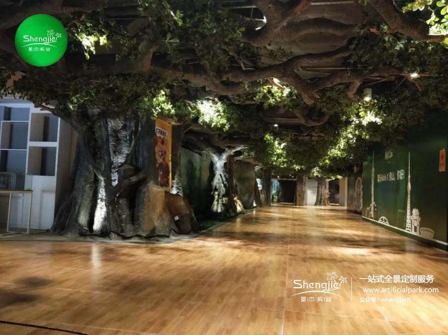 广东佛山正佳YOUNG祖庙站商场室内步行街仿真榕树