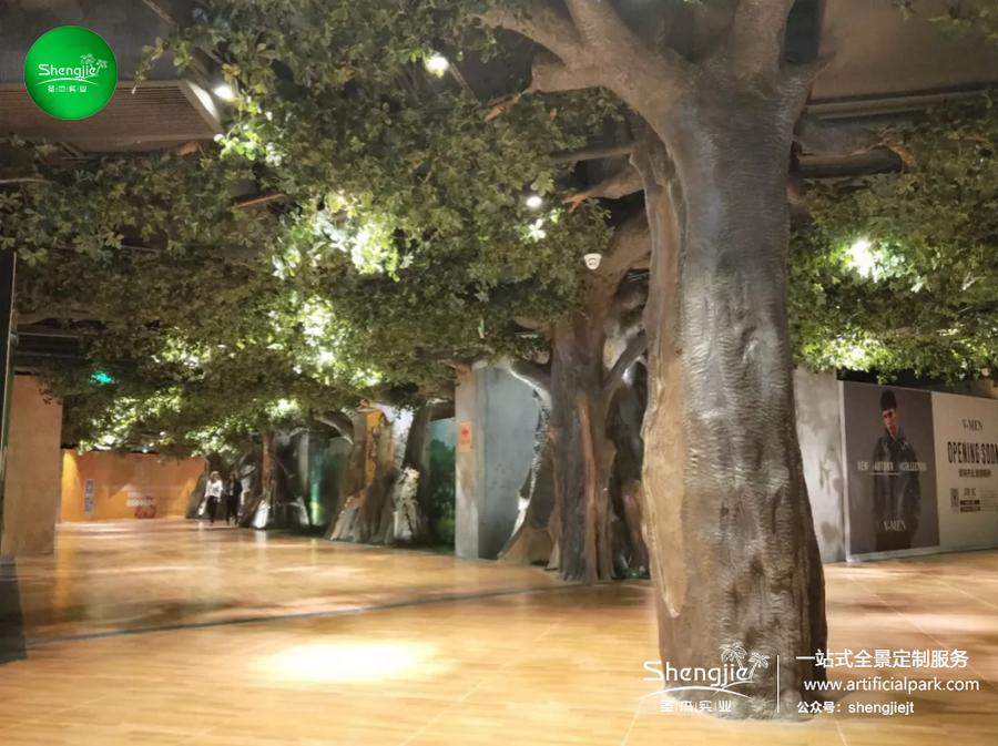 广东佛山正佳YOUNG祖庙站商场室内步行街仿真榕树装饰