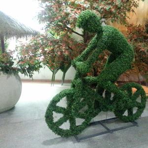 自行车骑手绿雕