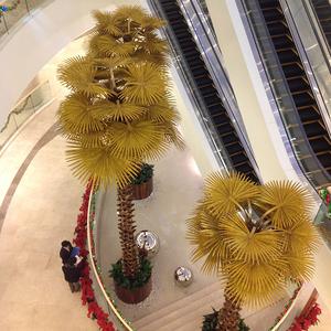 华骏实业百嘉广场金色棕榈树